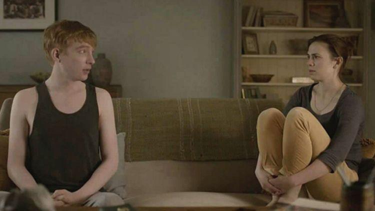 """""""Be right back"""", capítulo 2x01 de la serie de TV """"Black Mirror"""", 2013."""